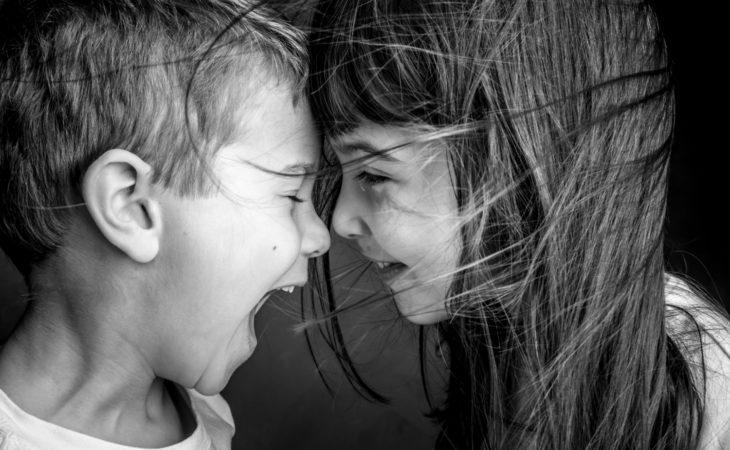 Portrait d'enfants au studio, l'innocence et l'amour