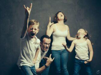 Portrait de famille sous un GROS SON